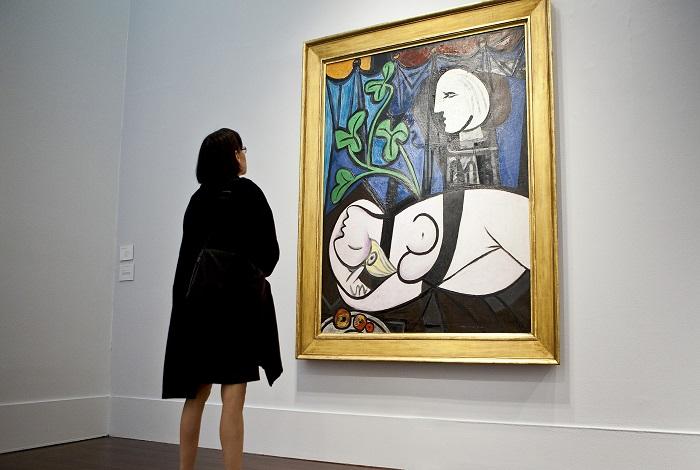 Обнаженная, зеленые листья и бюст творение Пикассо