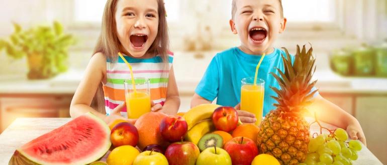 Самые полезные фрукты для детей: свойства и правила употребления