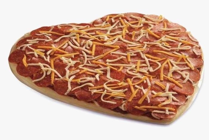 Бриллиантовая пицца в форме сердца «Favitta's Family Pizzeria»